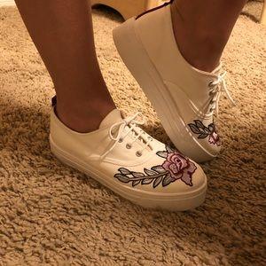 New Platform white Topshop flower tennis shoes!